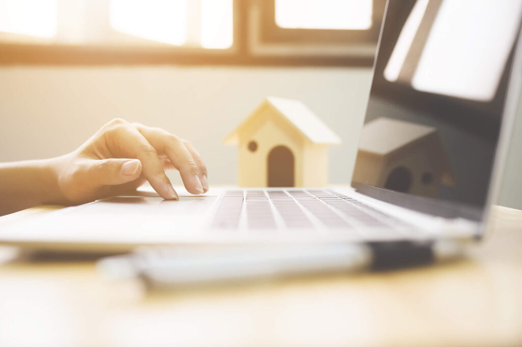 owner searching online to find a good property manager in phoenix